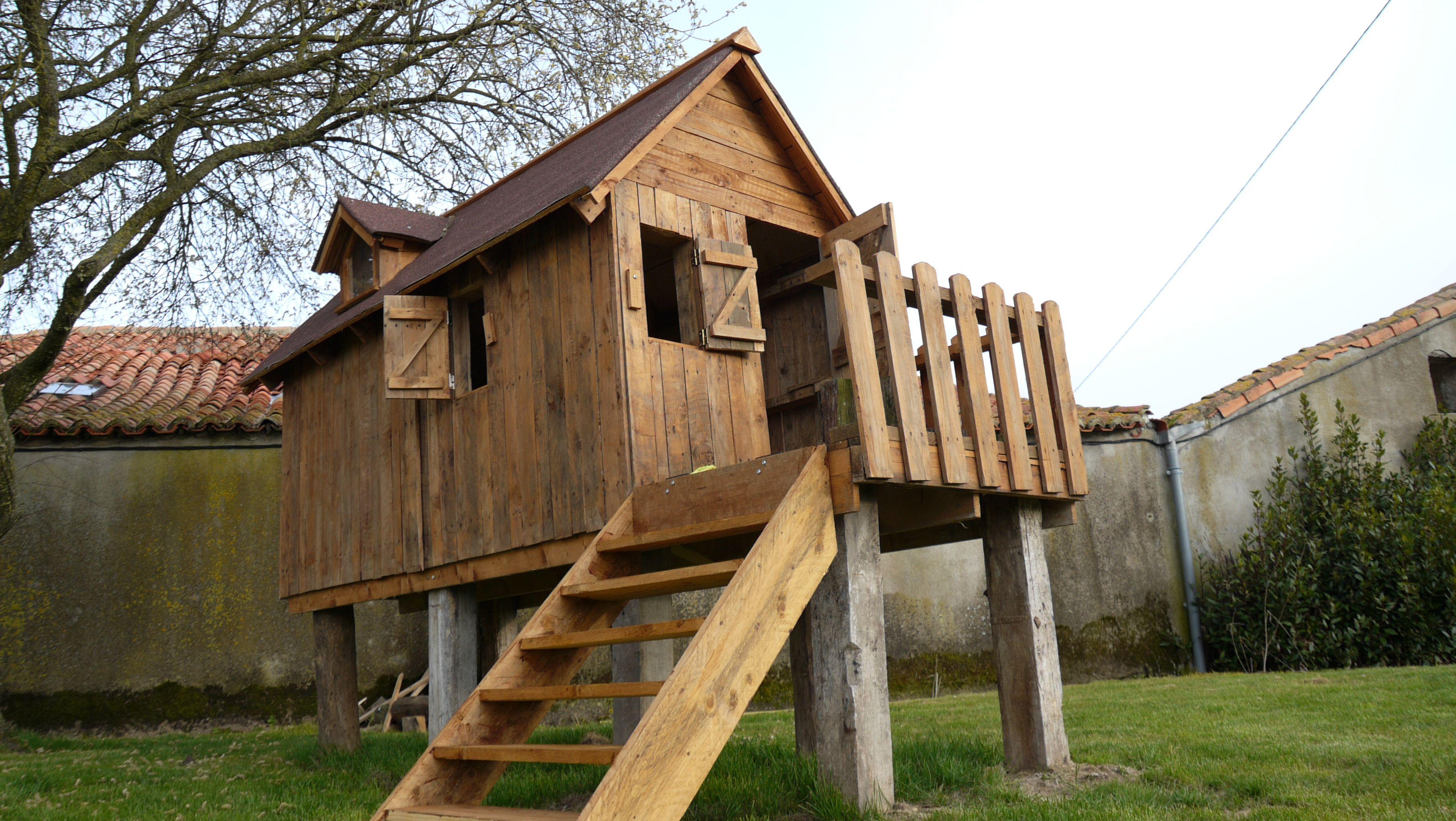 Realisation d 39 une cabane en bois de palette pour for Cabane de jardin