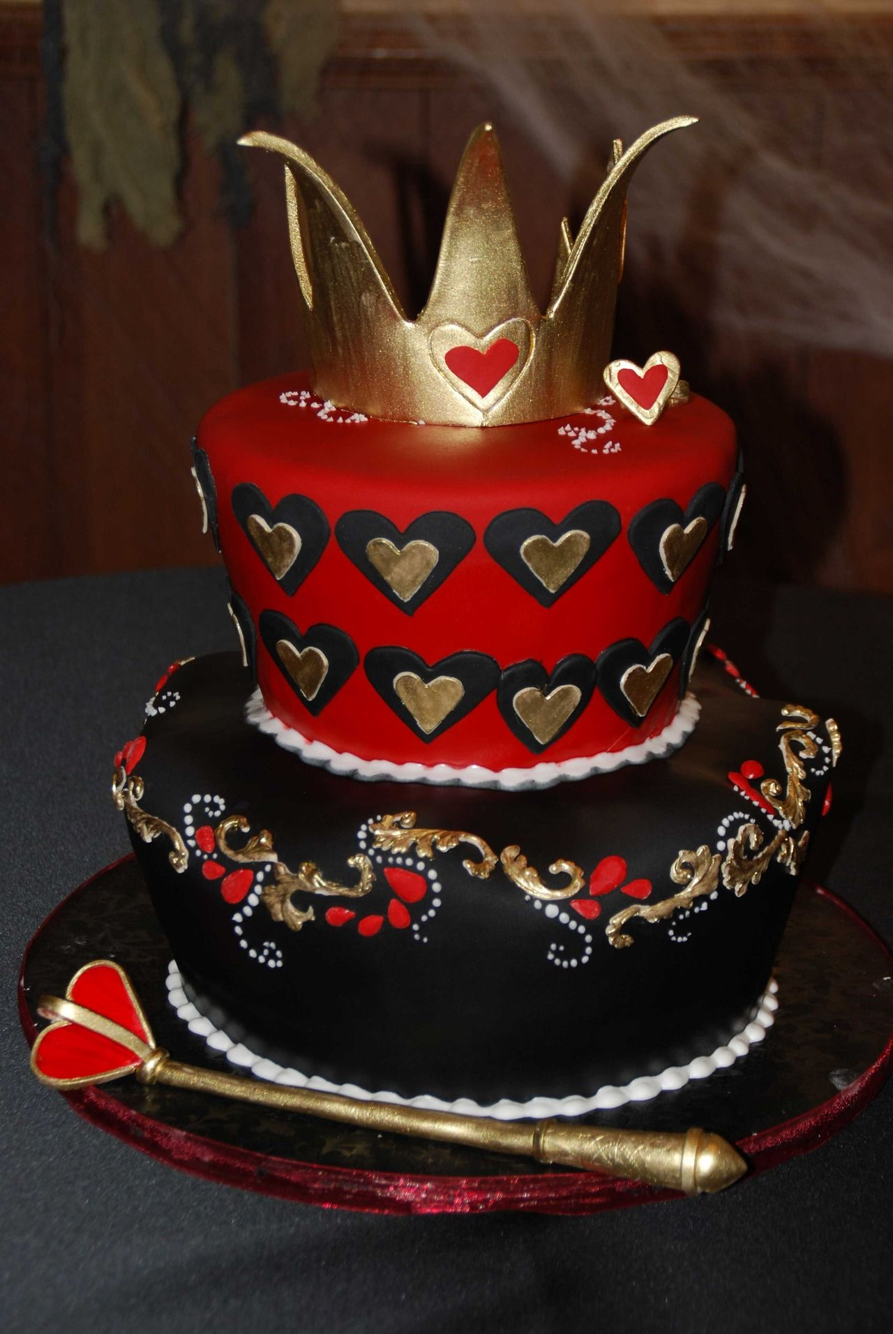 The Red Queen Cake Of Hearts Alice In Wonderland