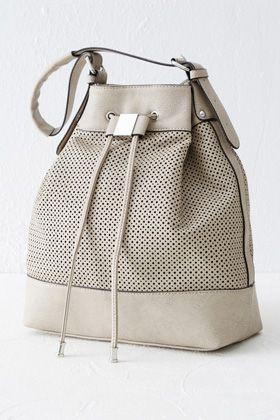 Duffle-Tasche mit Zierausschnitten