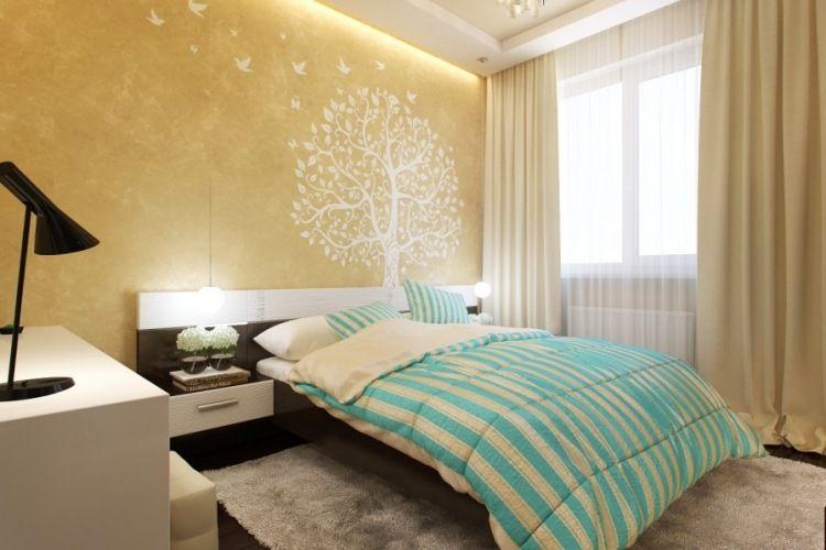 Schlafzimmer wandgestaltung ~ Wandgestaltung im schlafzimmer goldene wandfarbe und baum
