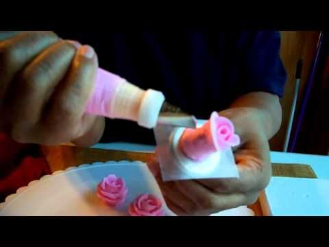 how to make royal icing flowers for wedding cakes how to make royal icing roses decorating tutorial food 15982