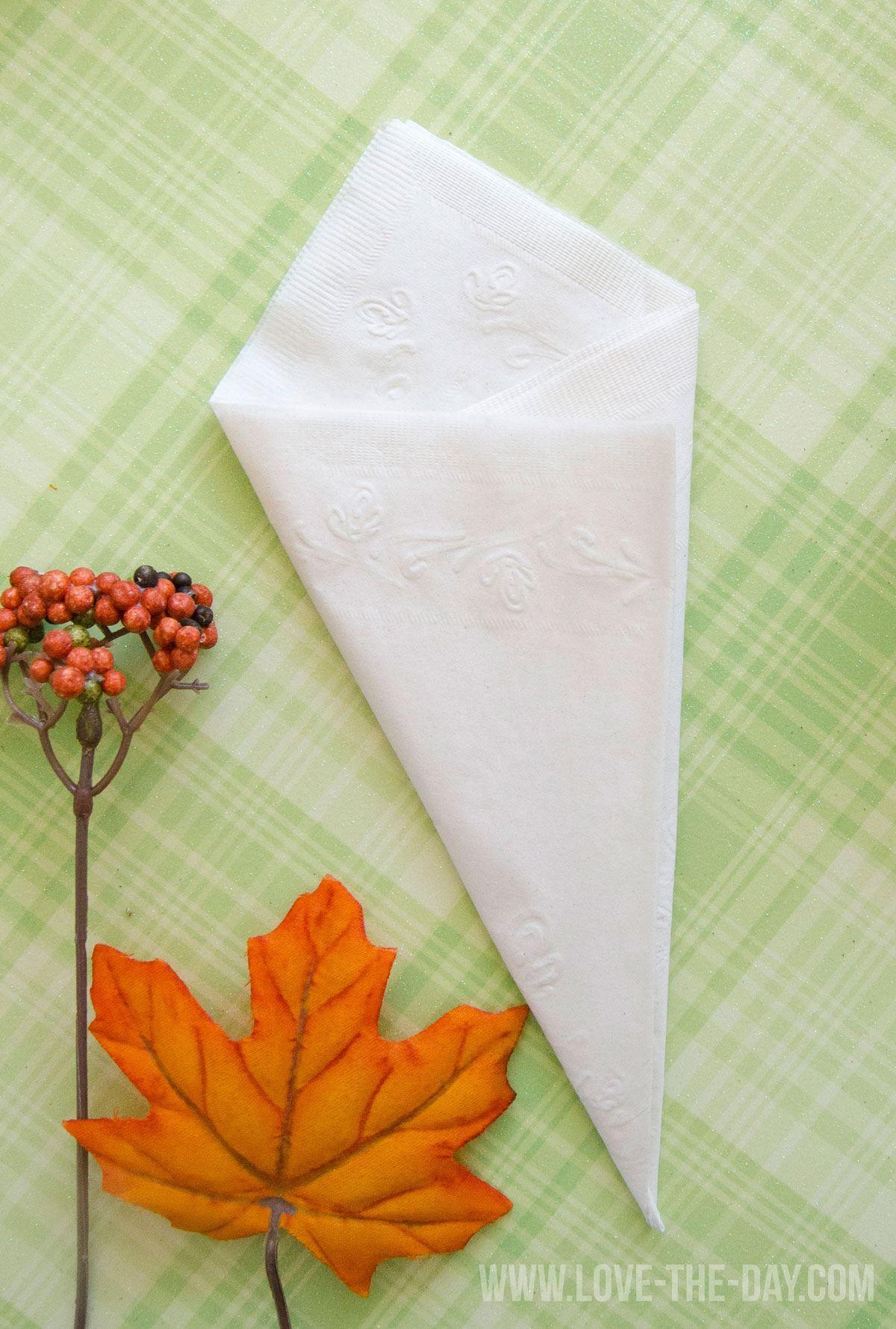 Paper Napkin Folding Idea with Chinet #papernapkins