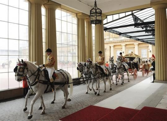 Queen Elizabeth and South Africa's President Jacob Zuma arrive in a horse-drawn carriage at Buckingham Palace, March 3, 2010.
