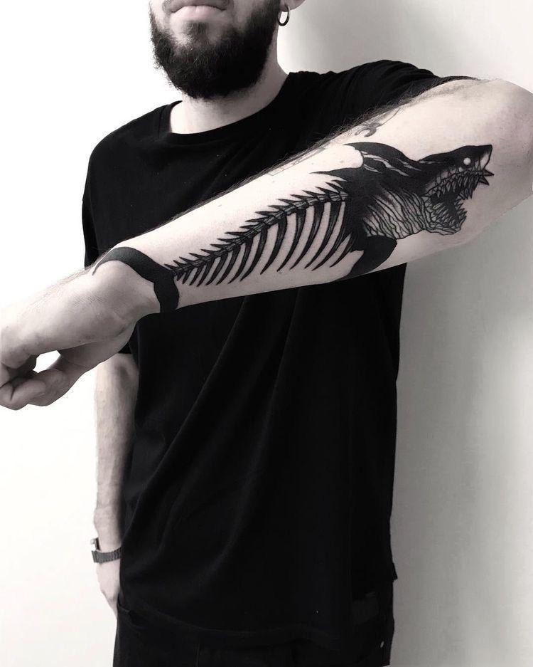 Tatuaje De Tiburon Hombres Tatuajes Tatuajes De Tiburones Tatuajes Populares