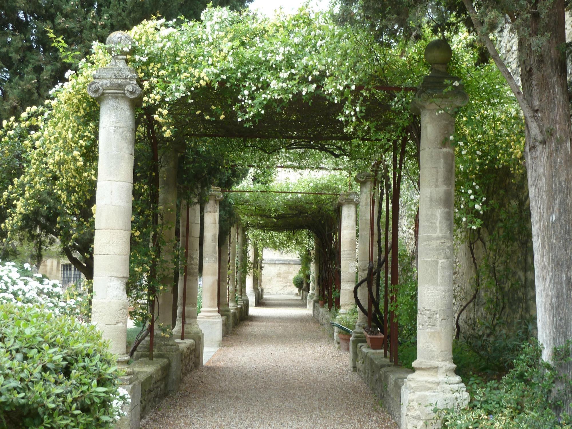 Jardins de l'abbaye Saint-Andre | My Paris | Outdoor garden rooms