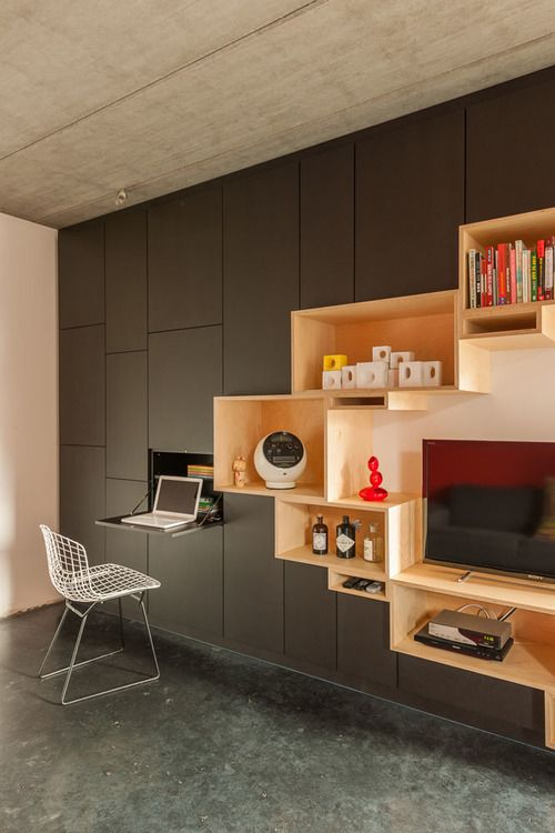ce meuble tv avec rangements occupe tout un pan de mur. Black Bedroom Furniture Sets. Home Design Ideas