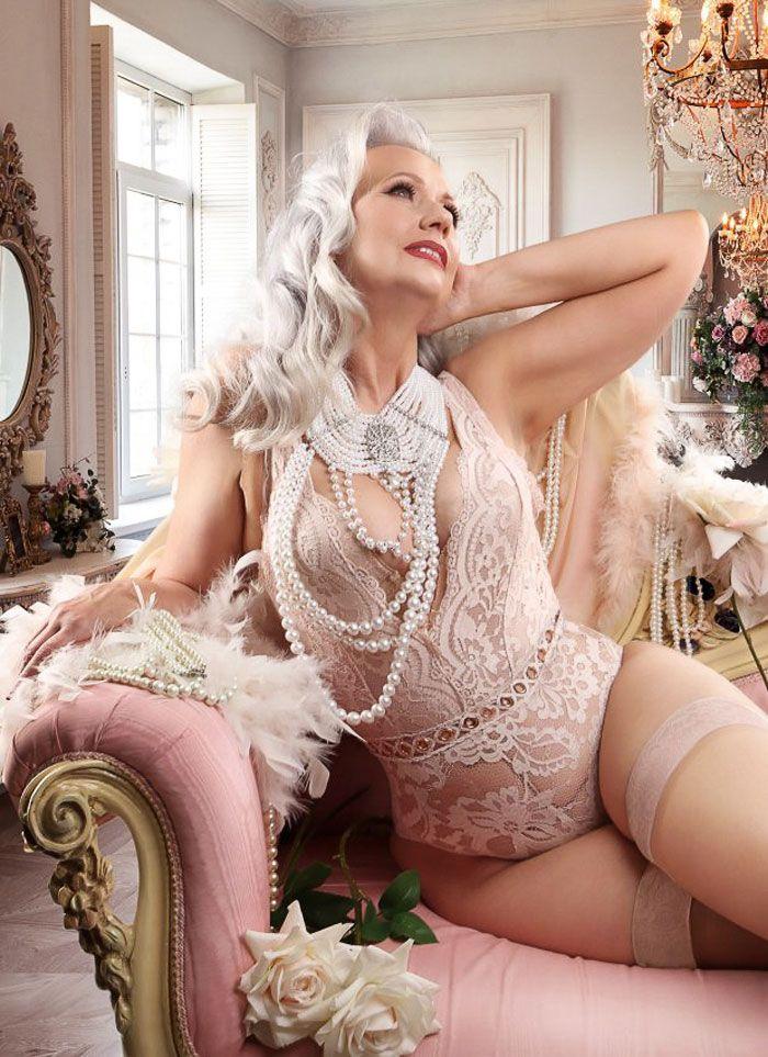 starie-golie-krasavitsi-foto-yakub-deret-odnu-seksualnuyu-model