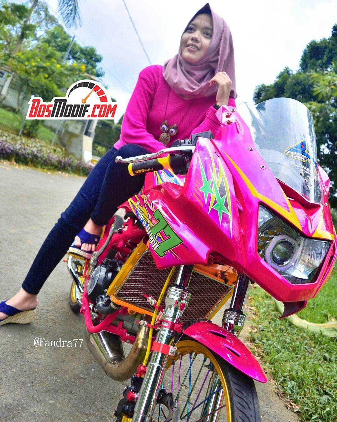 Modifikasi Motor Kawasaki Ninja Dan Cewek Warna Pink Keren Pakai