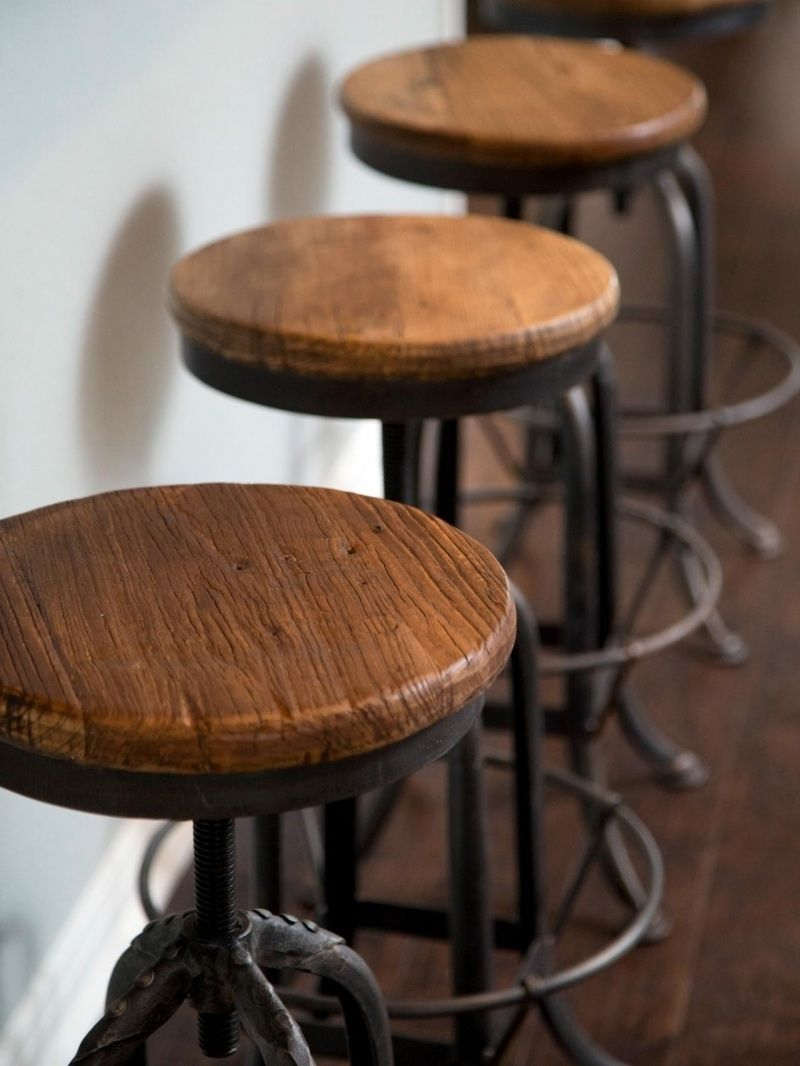 A nice and totally different look of rustic bar stools style concepts