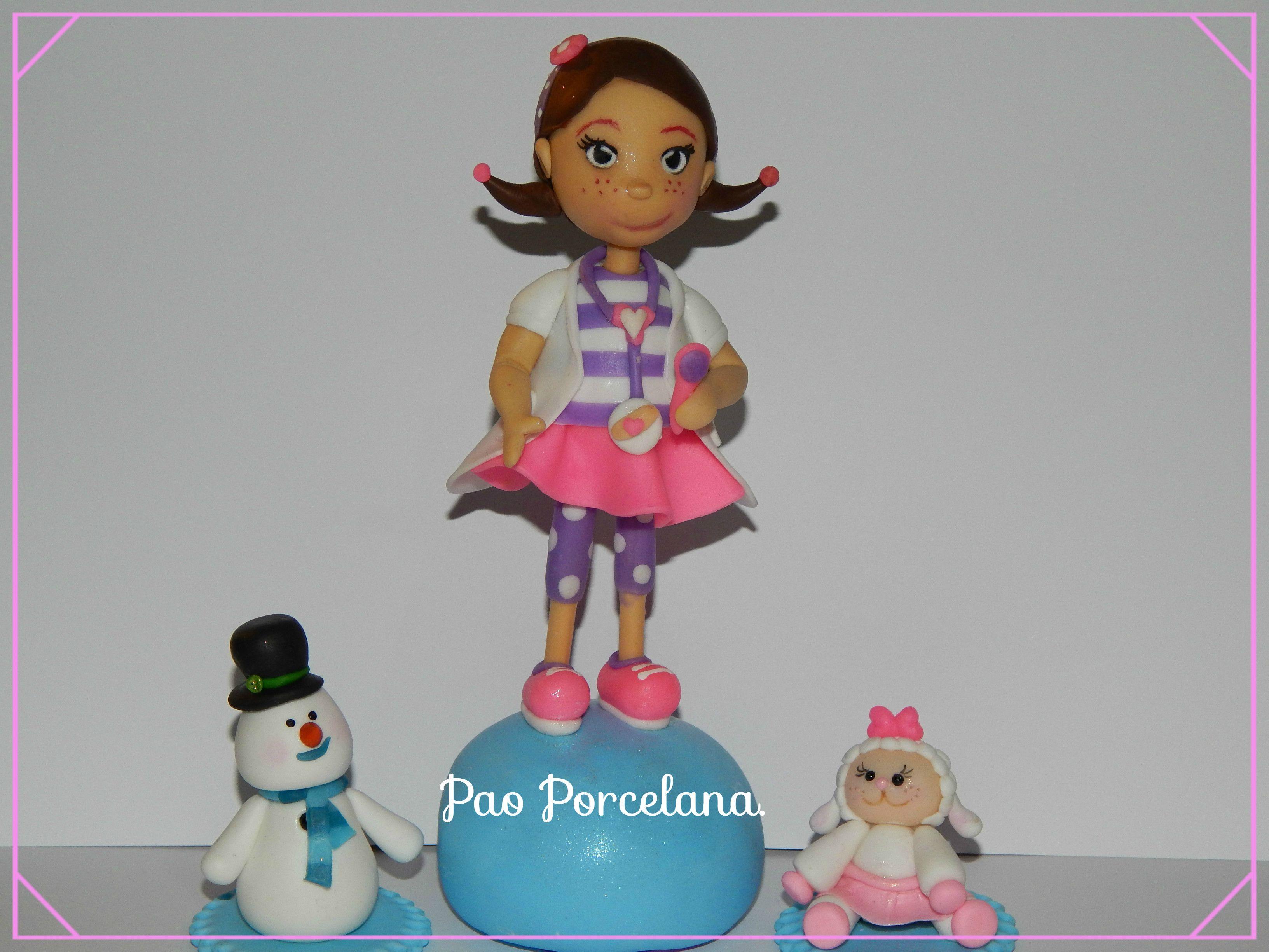 Doctora Juguete y sus amigos,adorno de torta en porcelana fria!