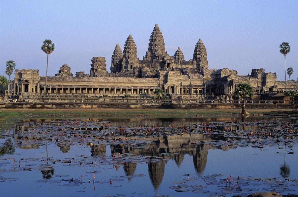 Monasterio Angkor Wat, Camboya s.XII --- Cambodia, exactly where Alex was!
