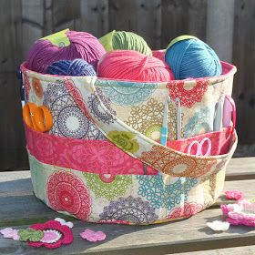 Sew Sweet: Busy sewing day....in the sunshine!