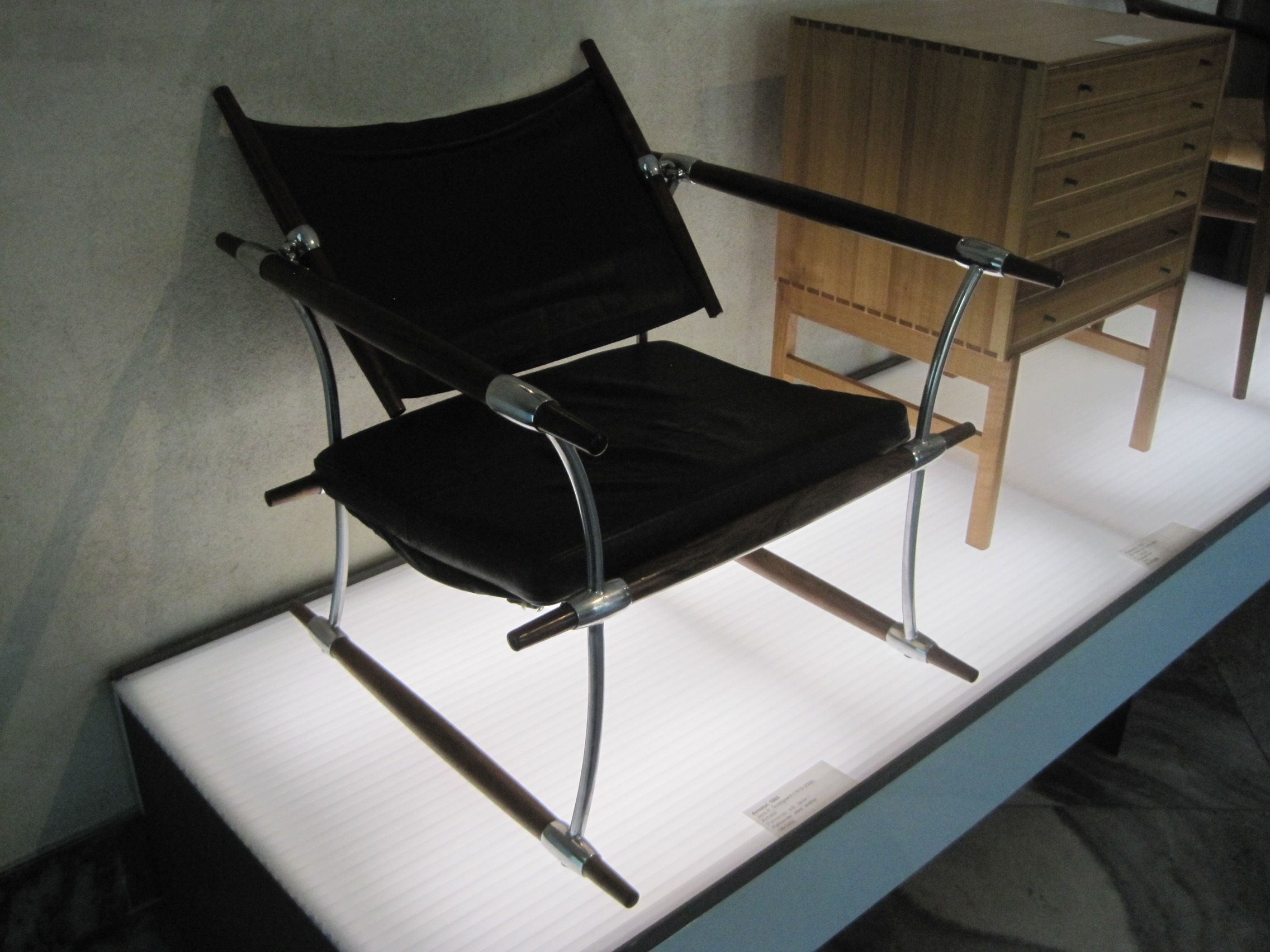 chair design museum aluminum webbed lawn chairs copenhagen leather and chrome