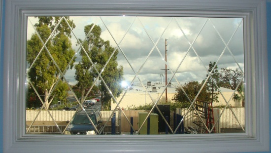 Simonton Vinyl Window With Optional Diamond V Groove Window Vinyl Windows Log Siding