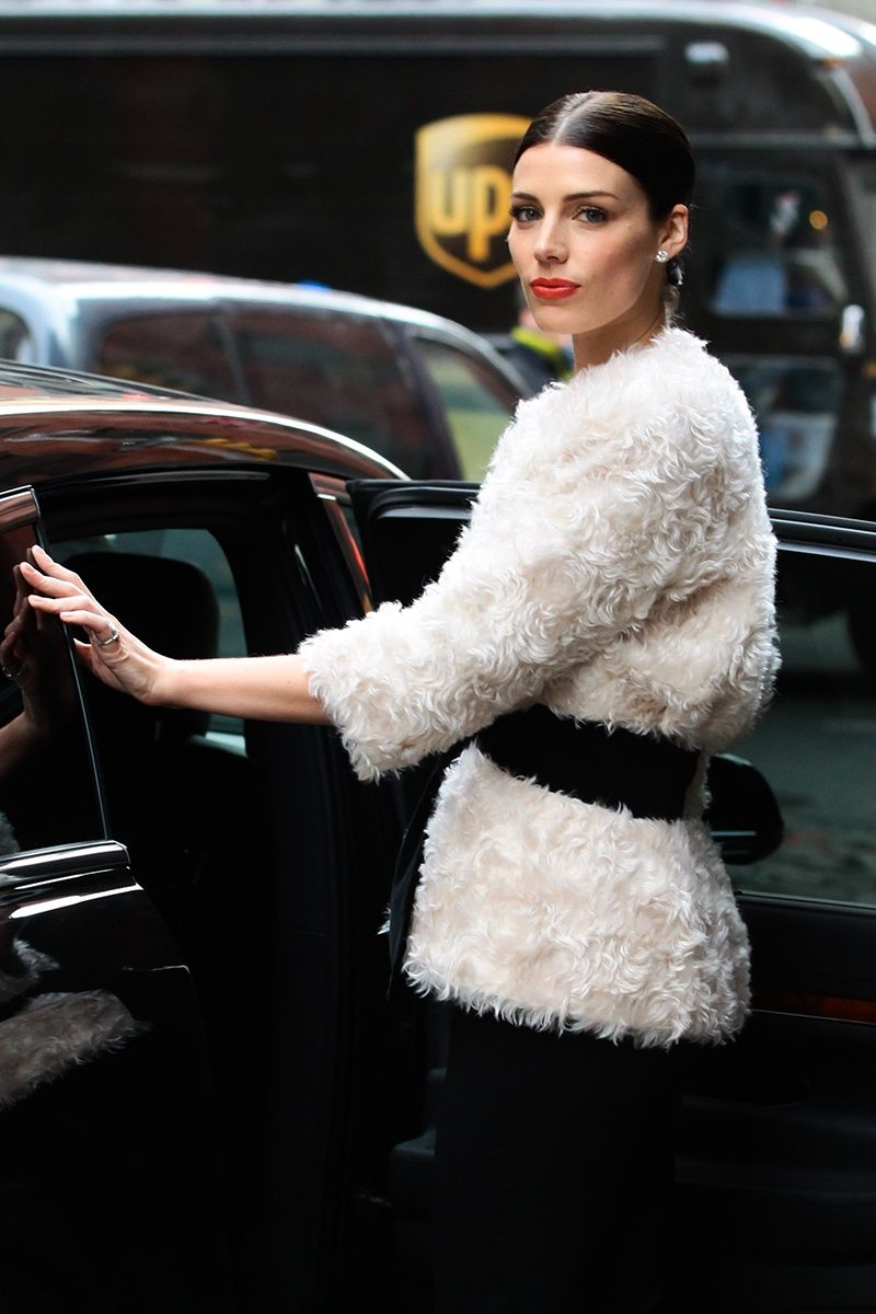 Vogue Daily — Jessica Pare best beauty look. I adore her and this look. So  chic. 6eb51ab5bf