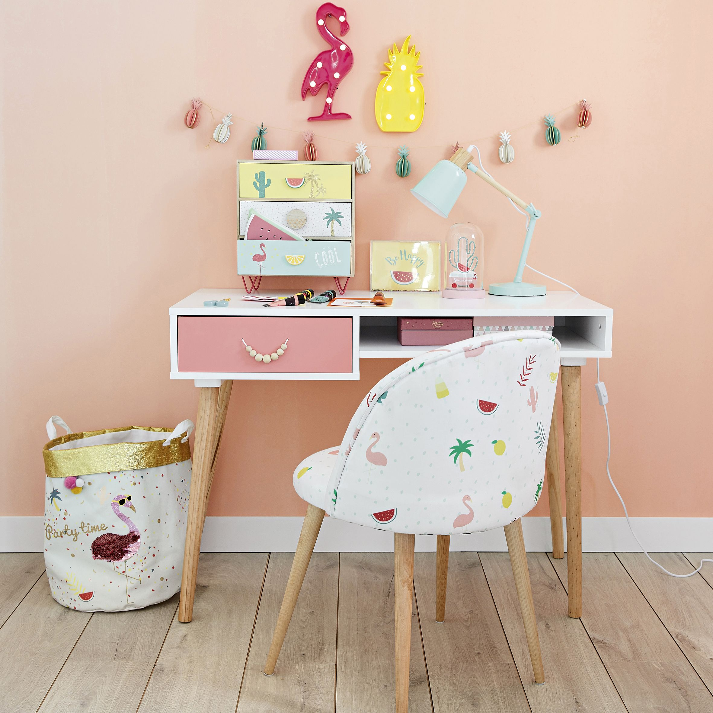 Coin Bureau Amusant Pour Ado Fille Ou Enfant Theme Tropical Tropicool Flamant Rose Ananas Et Pasteque Sur Un Mur De Couleur Rose Cool Kids Bedrooms Decor Desk