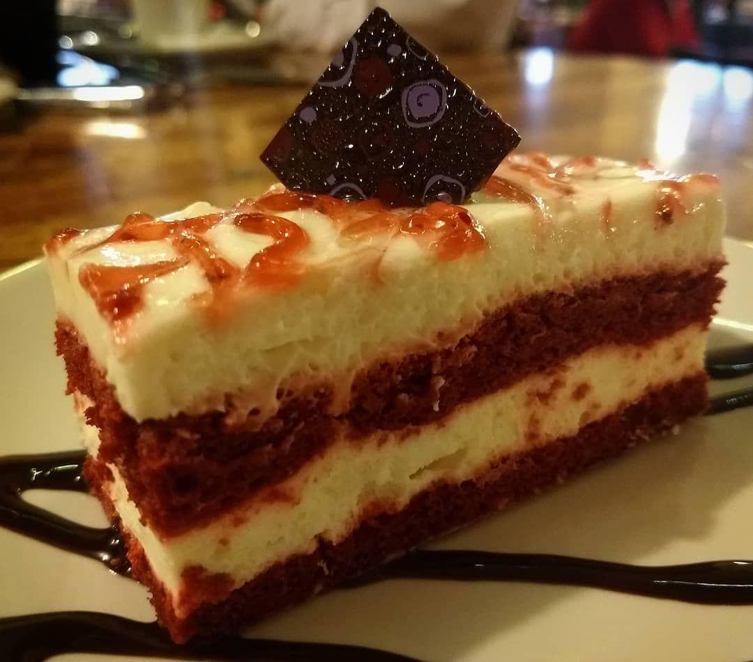 PASTEL RED VELVET 😋 Red Velvet Cake... Yum!