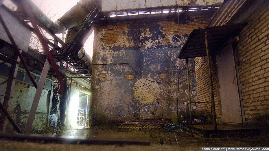 ロシアの軍事工場に少女が勝手に侵入し、ロケット工場を激写  写真が神秘的と話題に