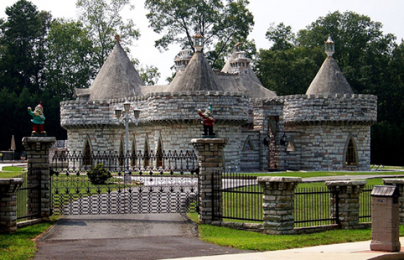 Small castle homes dream houses from castles to for Small houses that look like castles