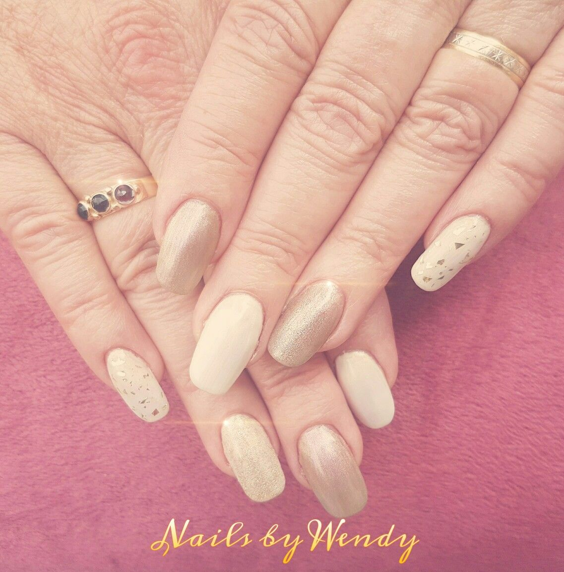 Parelmoer en goud! - nails done by me! ❤ | Pinterest - Goud