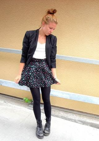 cd47e2765cca Love this whole outfit! Cute floral mini skirt and black Doc Martens.  Perfect!!