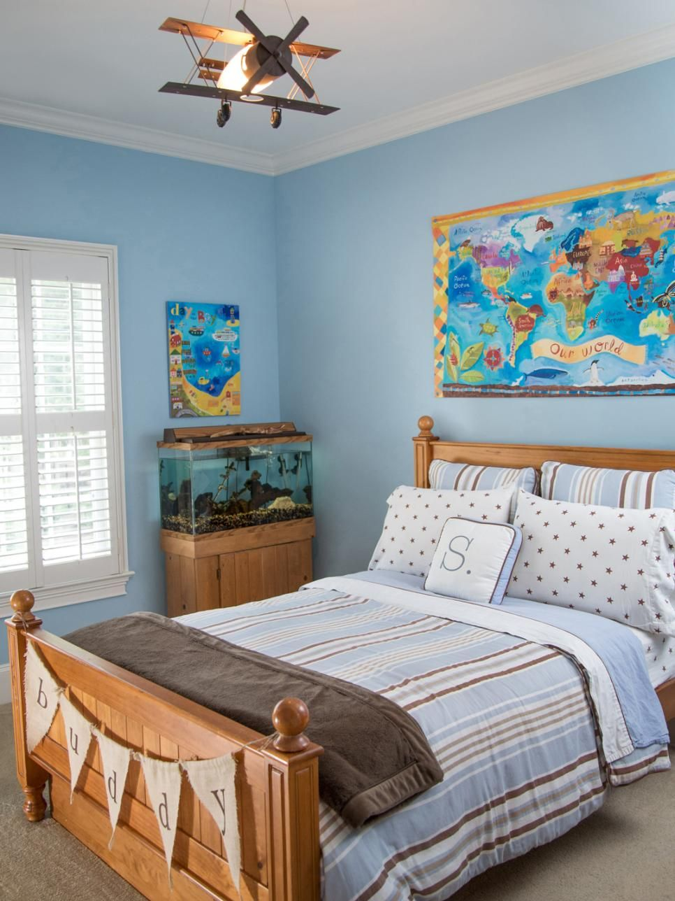 This traditional boys\u0027 room features shades of blue and brown with ...