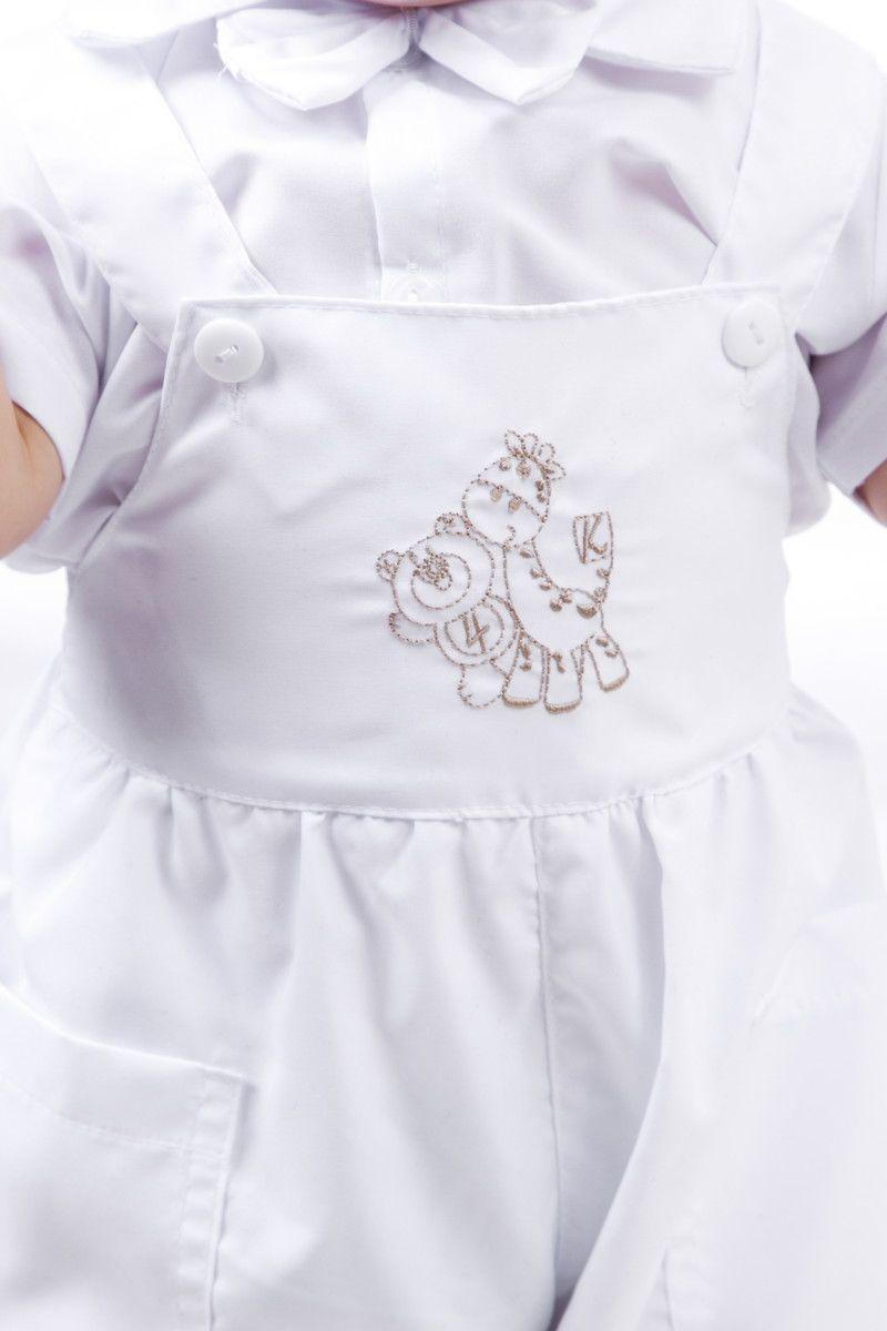0b35c4819b Lindo modelo de jardineira branca com bordado de bichinhos e bolso  laterais