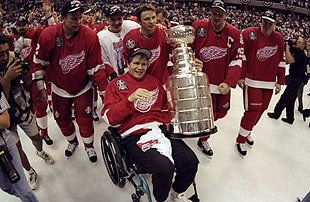 It was an emotionally charged moment when Vlady joined the Wings on the ice after their 98 Cup win. (Getty)