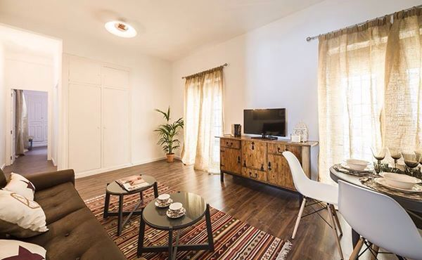 Muebles renovados decoraci n apartamento tur stico en - Diseno interiores sevilla ...