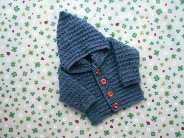 Photo of Strickjacke mit Kapuze Größe 86/92 dunkelgrau handarbeit gestrickt unisex kinderkleidung babykleidung geschenk taufe geburt junge mädchen