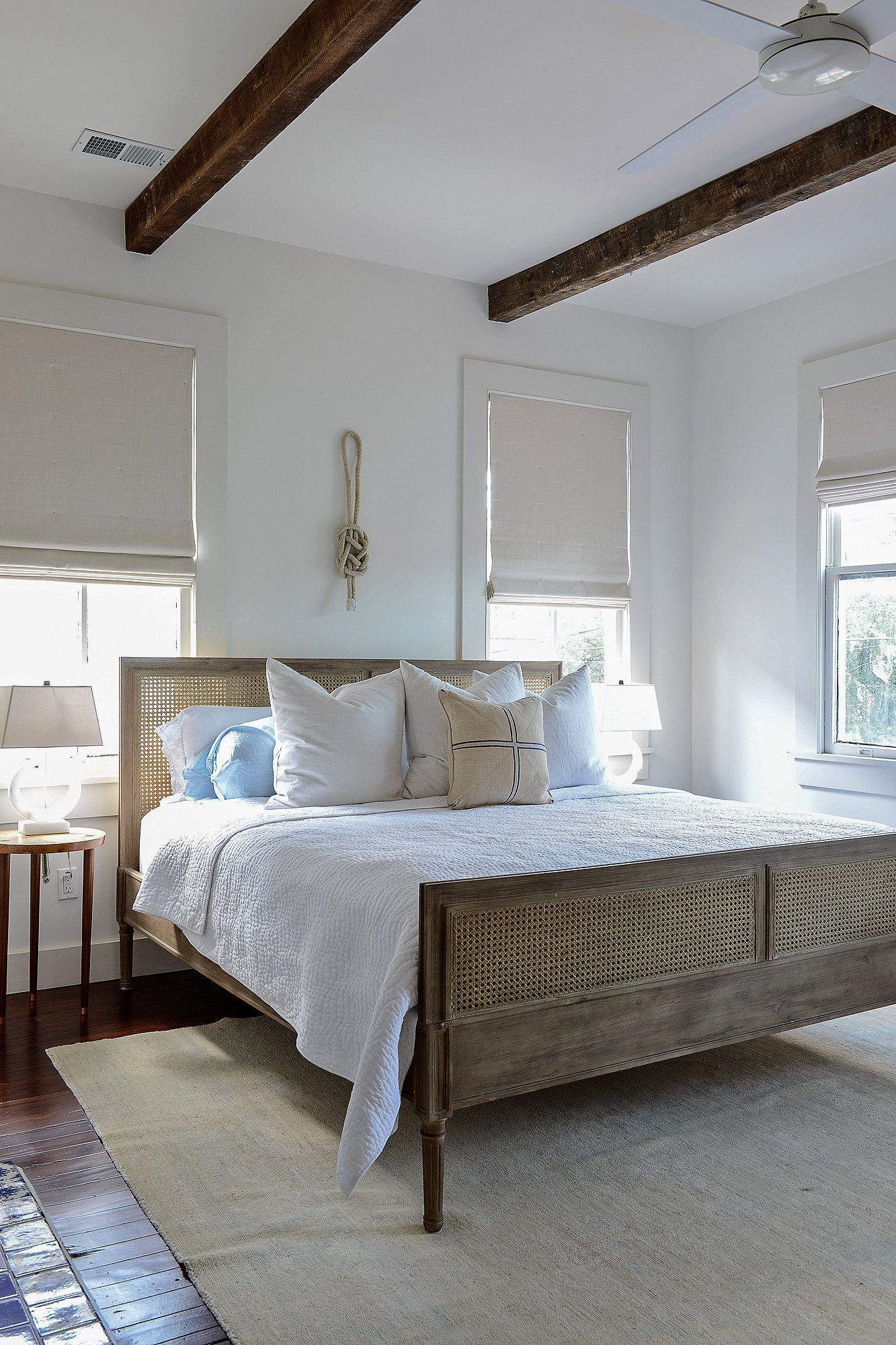 On Location | Decoración costera, Dormitorio y Respaldo cama