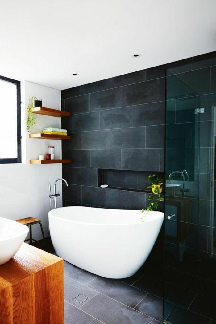 Badezimmer Mit Schwarzen Fliesen minimalistisch eingerichtetes badezimmer mit schwarzen fliesen