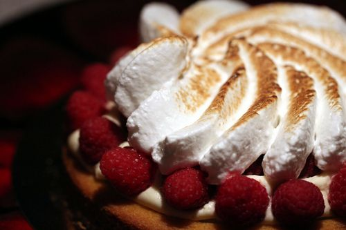 Raspberry cake with meringue