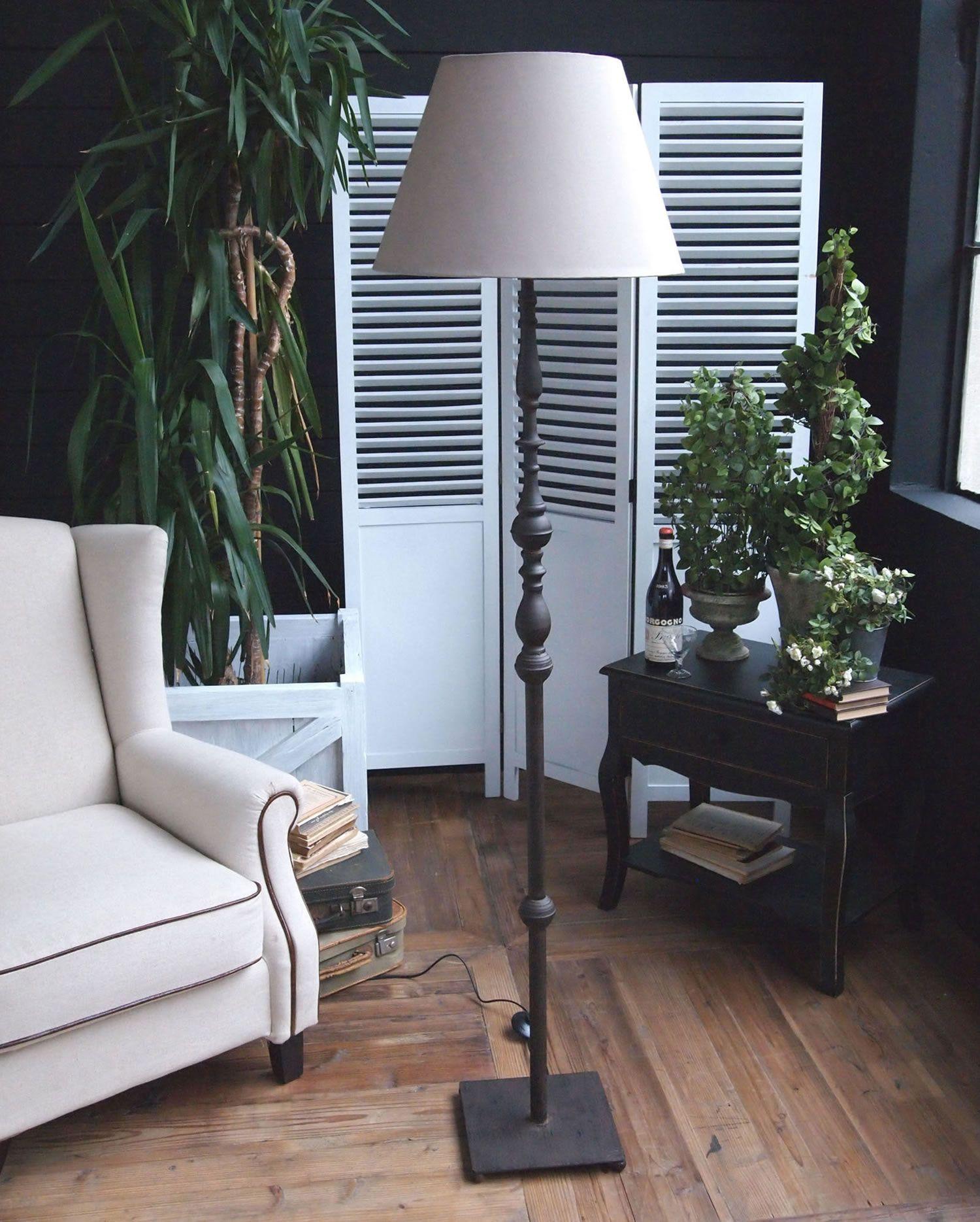 Acquista online la lampada da terra RUSTY di Orchidea