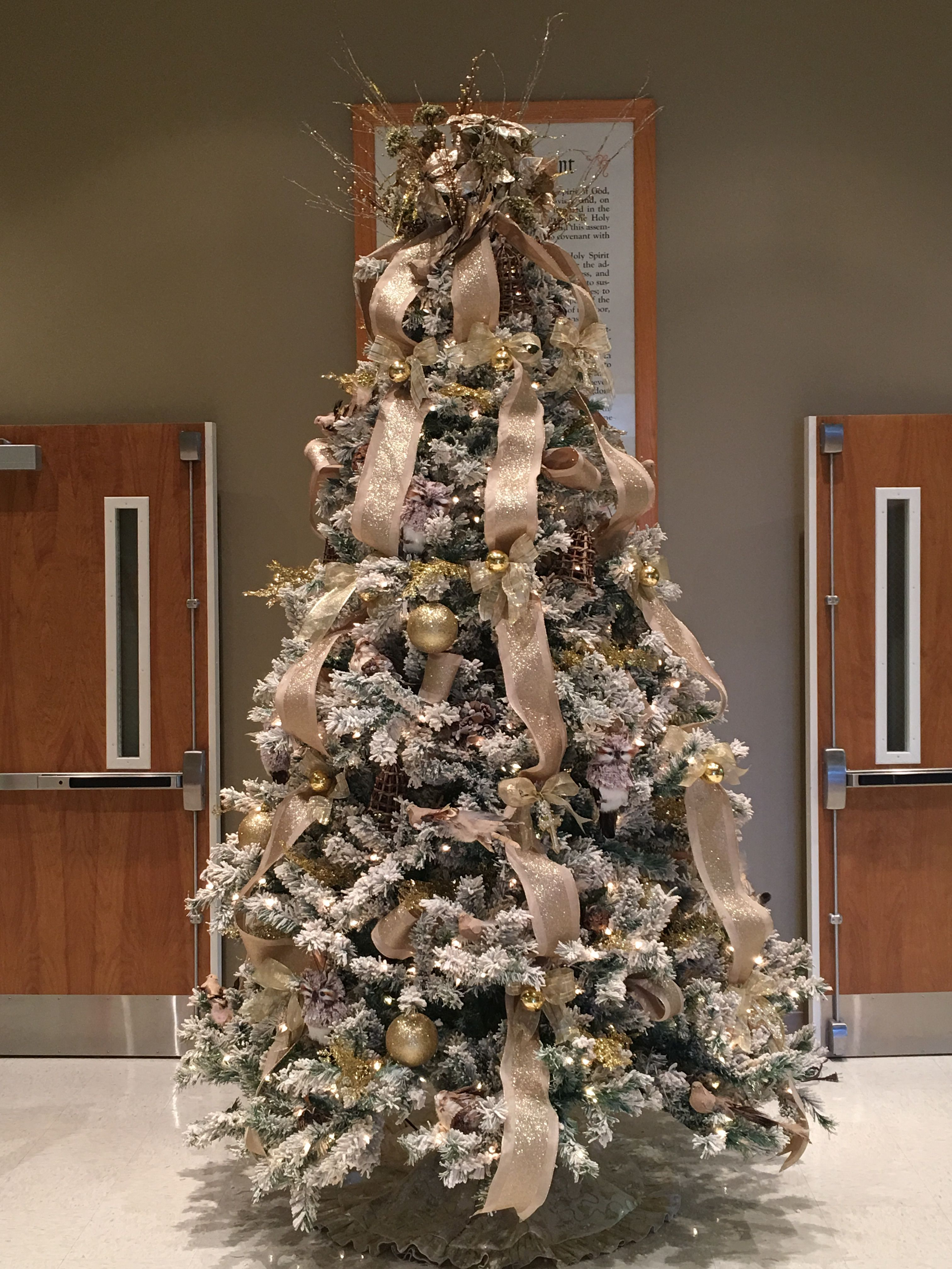 14++ Decorated christmas trees with burlap ideas in 2021