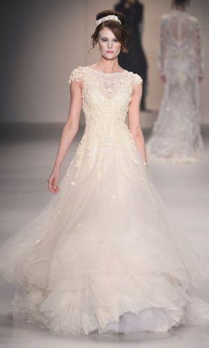 Elegantes e delicados, vestidos de renda são ideais para noivas românticas - Casamento - UOL Mulher