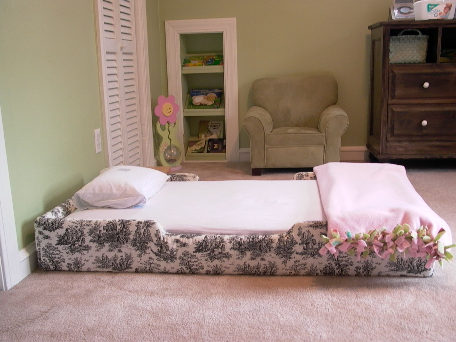 This was my daughter's room at the age of 1. The floor bed