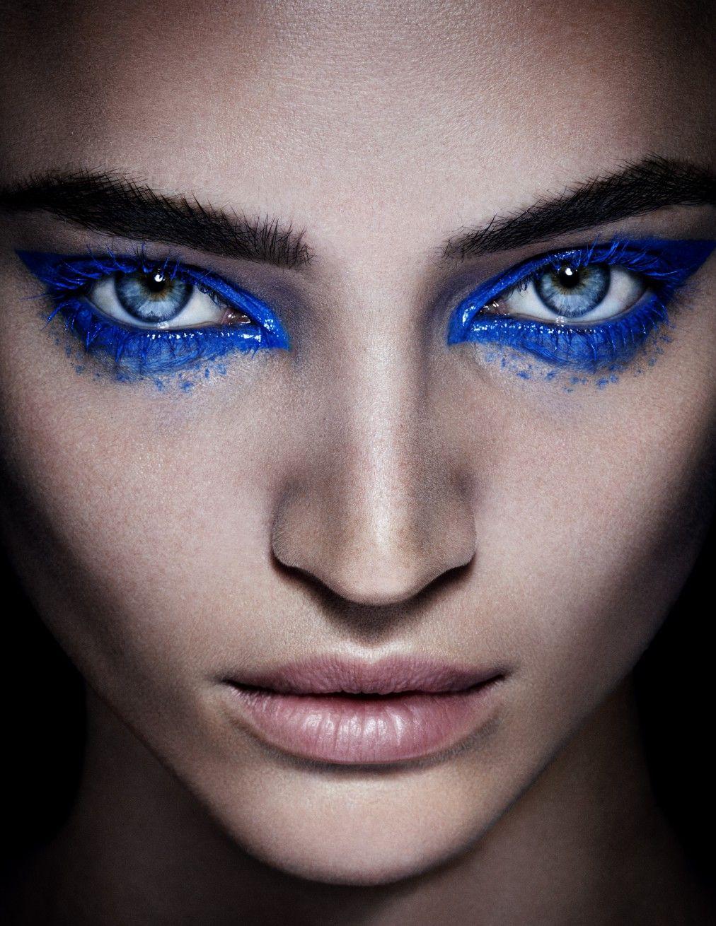 Blue Makeup: Carolina Dali (The Wall Group