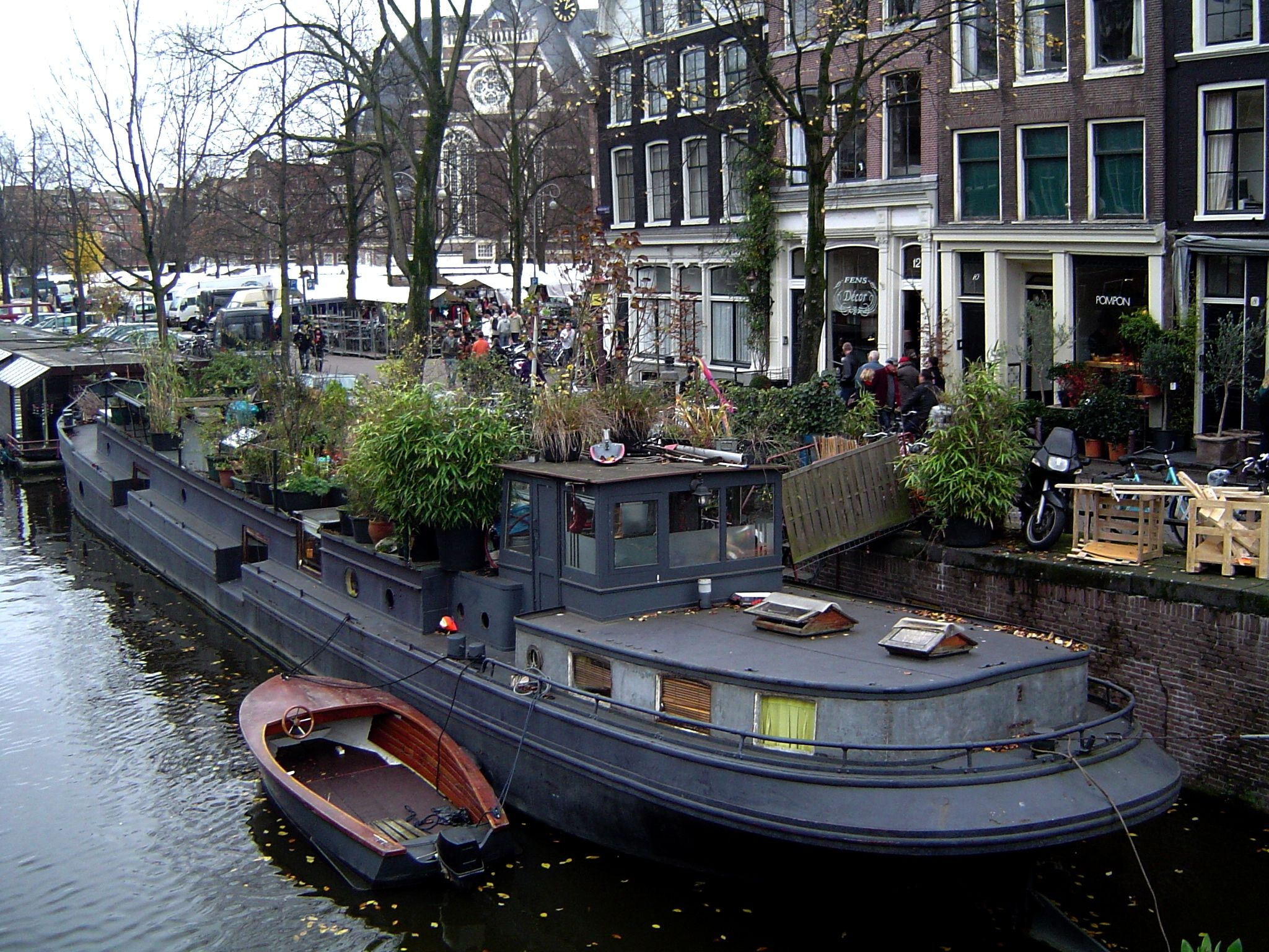 Houseboat, dutch barge with lots of foliage, makes the