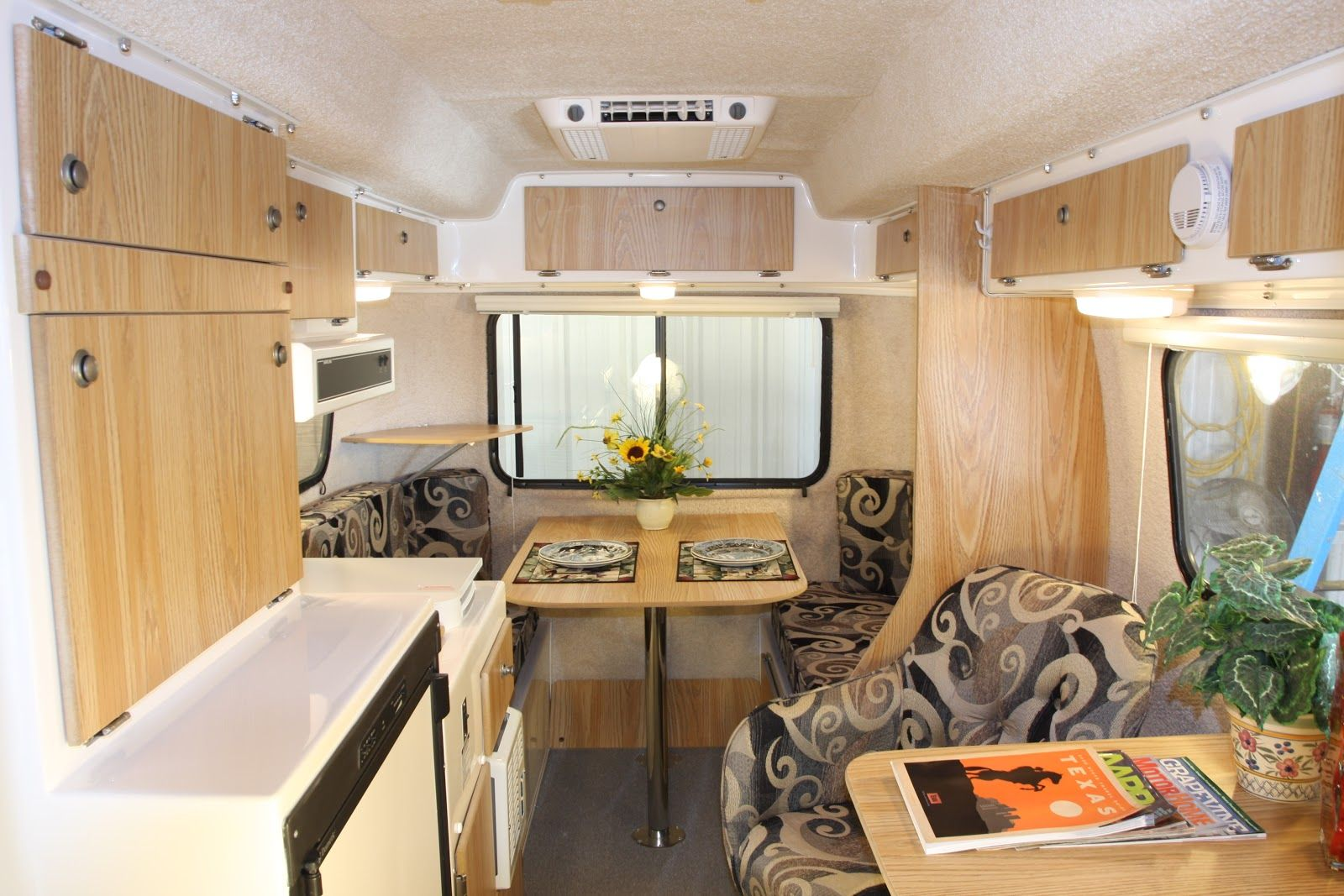 Casita Travel Trailers Interior Posted By Casita Camper At 10 25 Am No Comments Places To
