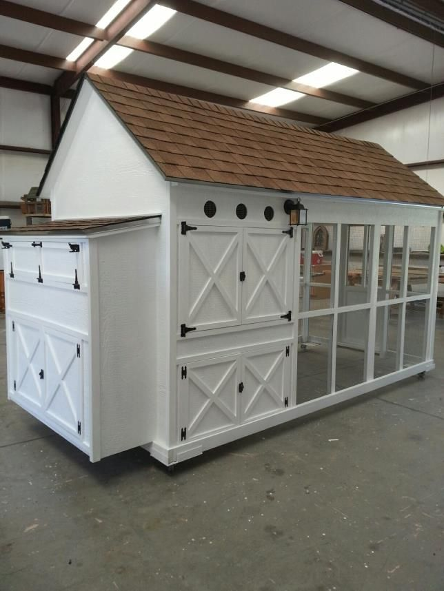 Luxury chicken coops farmhouse pinterest coops for Fancy chicken coops