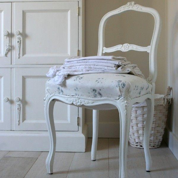 Epingle Par Kal K Sur Inspirationshabby Refaire Les Chaises Chaise Ancienne Chaise