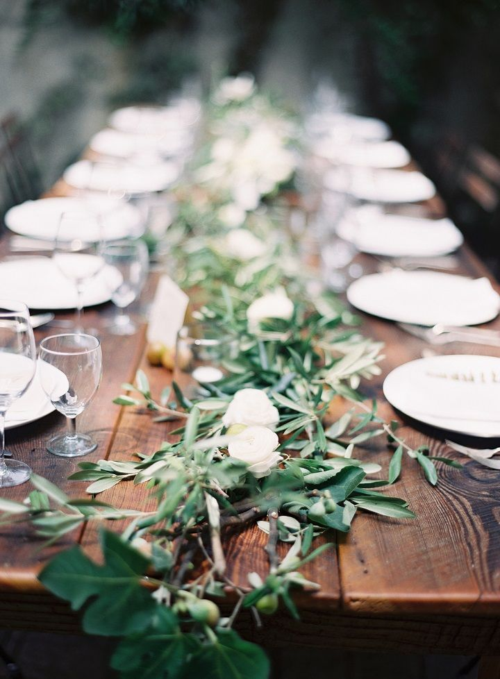 Beautiful outdoor wedding table ideas - greenery table runner #weddingtablescape #tablescape #longtable