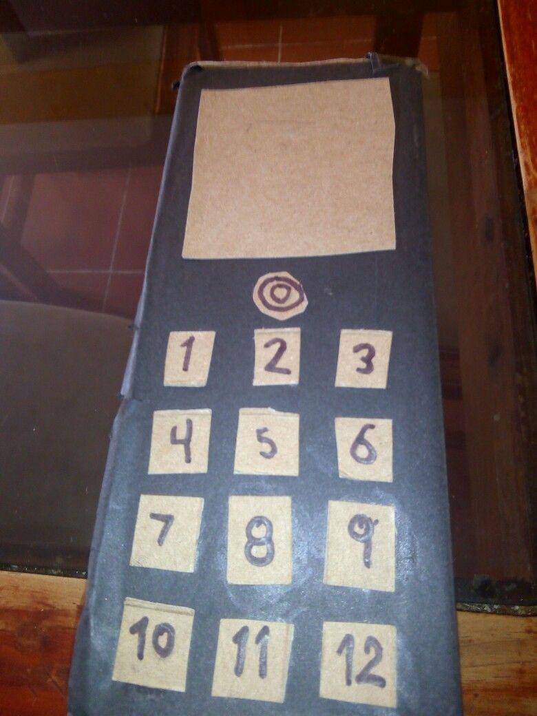 Un celular de caja de carton