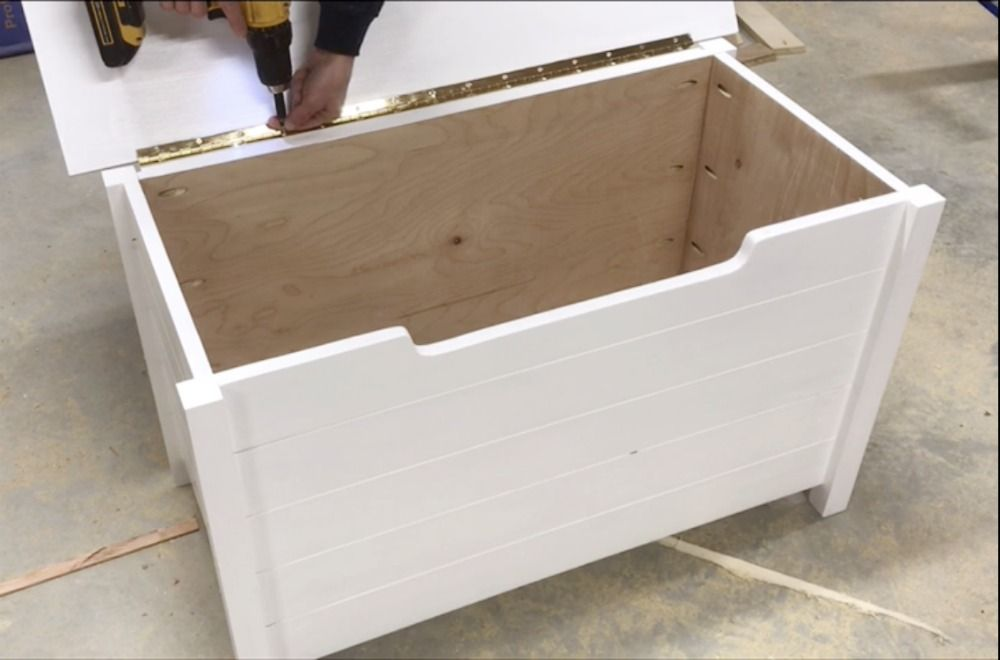 Simple Diy Toy Box With Faux Slats Buildsomething Com Diy Toy Box Toy Boxes Diy Toys