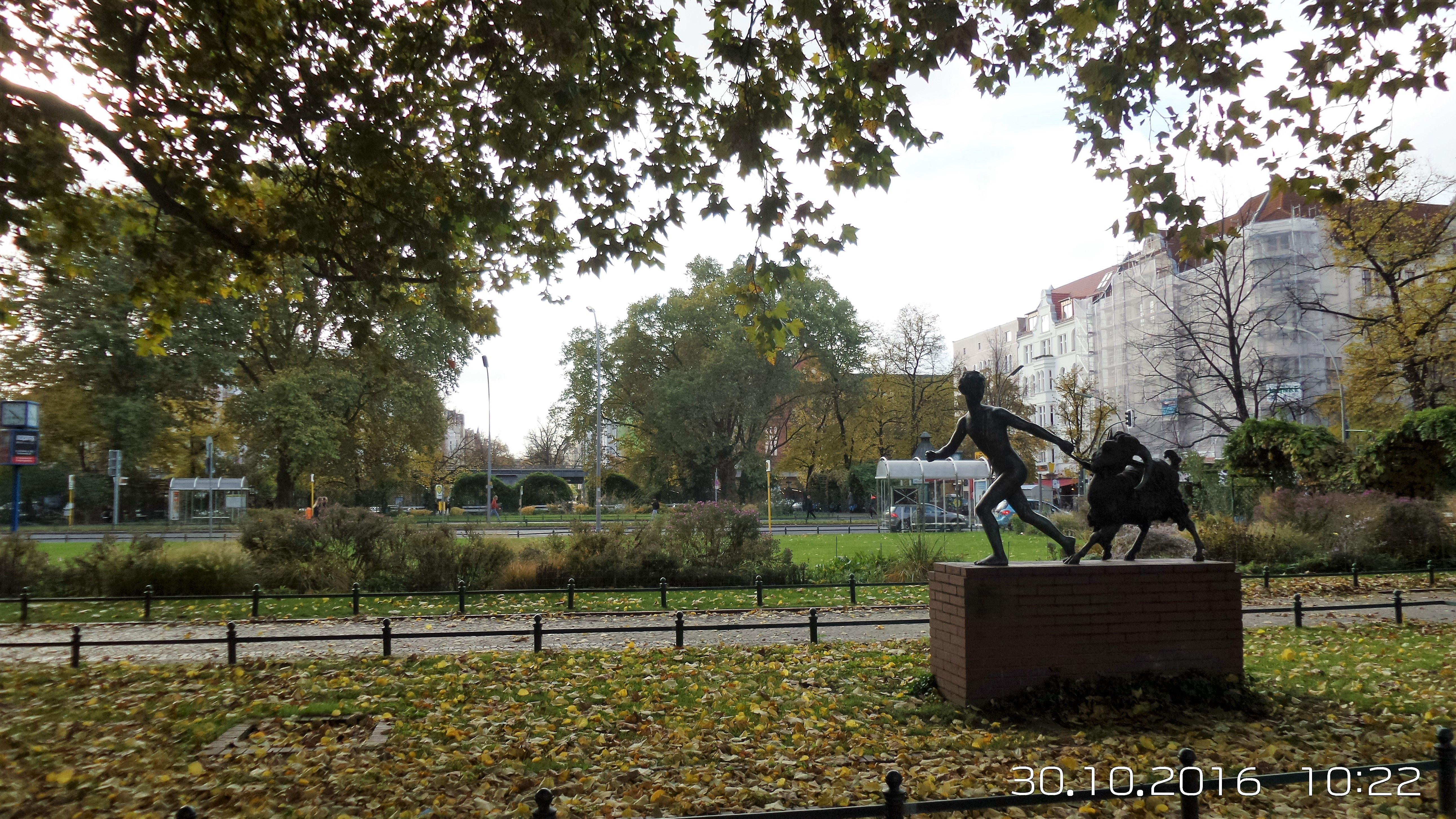 Charlottenburg, Savignyplatz im Herbst