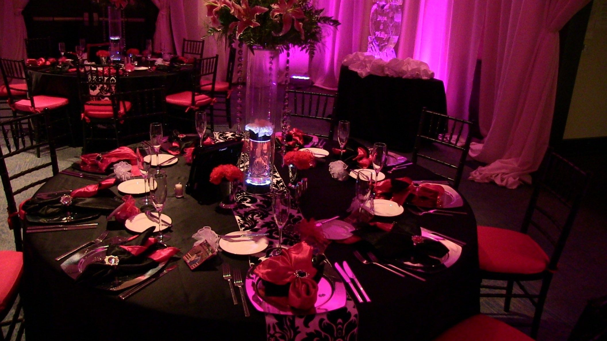 Red and black wedding decor   Pink And Black Wedding Decorations For The Reception  Pink