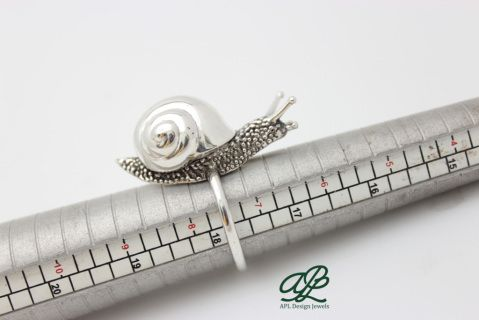 Handmade silver snail ring, by @APL_joyas