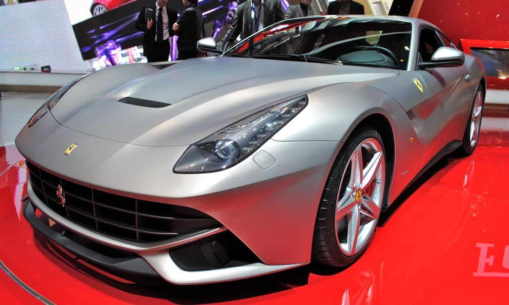 2013 Ferrari F12 Berlinetta to be released in the global marketplace was designed by the Ferrari Styling Center in collaboration with Pininfarina and high-performance cars of the most powerful Ferrari road ever launched, it makes the car will be waiting for the customers who are very enthusiastic.