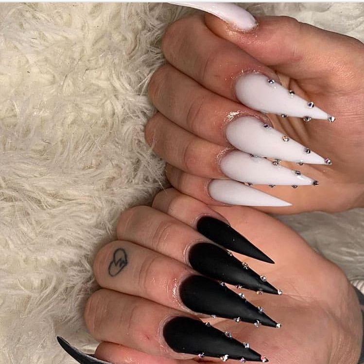 Alexismpins White Stiletto Nails Black Stiletto Nails Acrylic Nails Stiletto